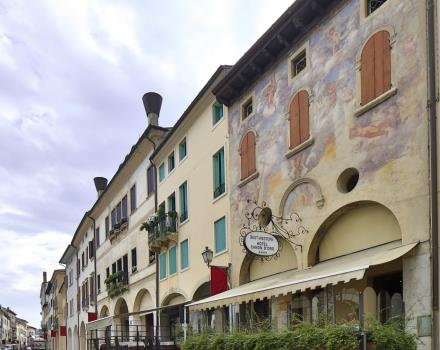 The Best Western Hotel Canon D'oro offers you the possibility in a pleasant and ideal for visiting Conegliano-Treviso