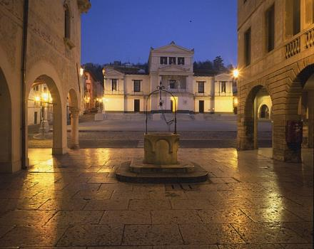 The square is considered the heart of the Contrada Granda, today via XX settembre.