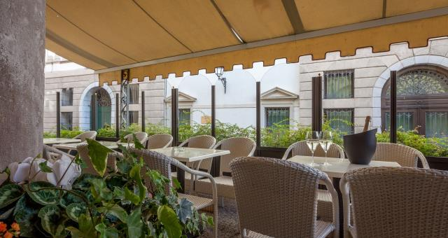 Hotel Canon d''Oro: bar with outdoor terrace